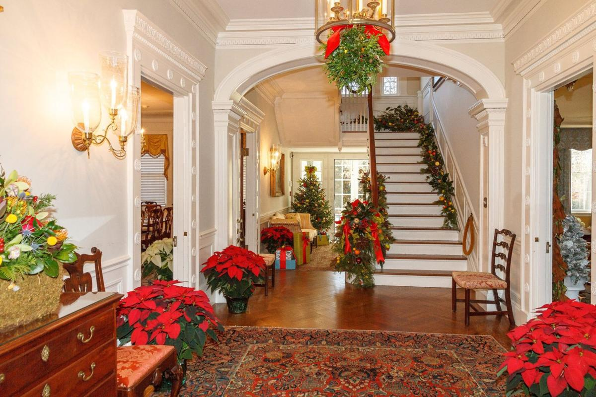 Mountain Lakers decorate governor\'s mansion | The Citizen News ...