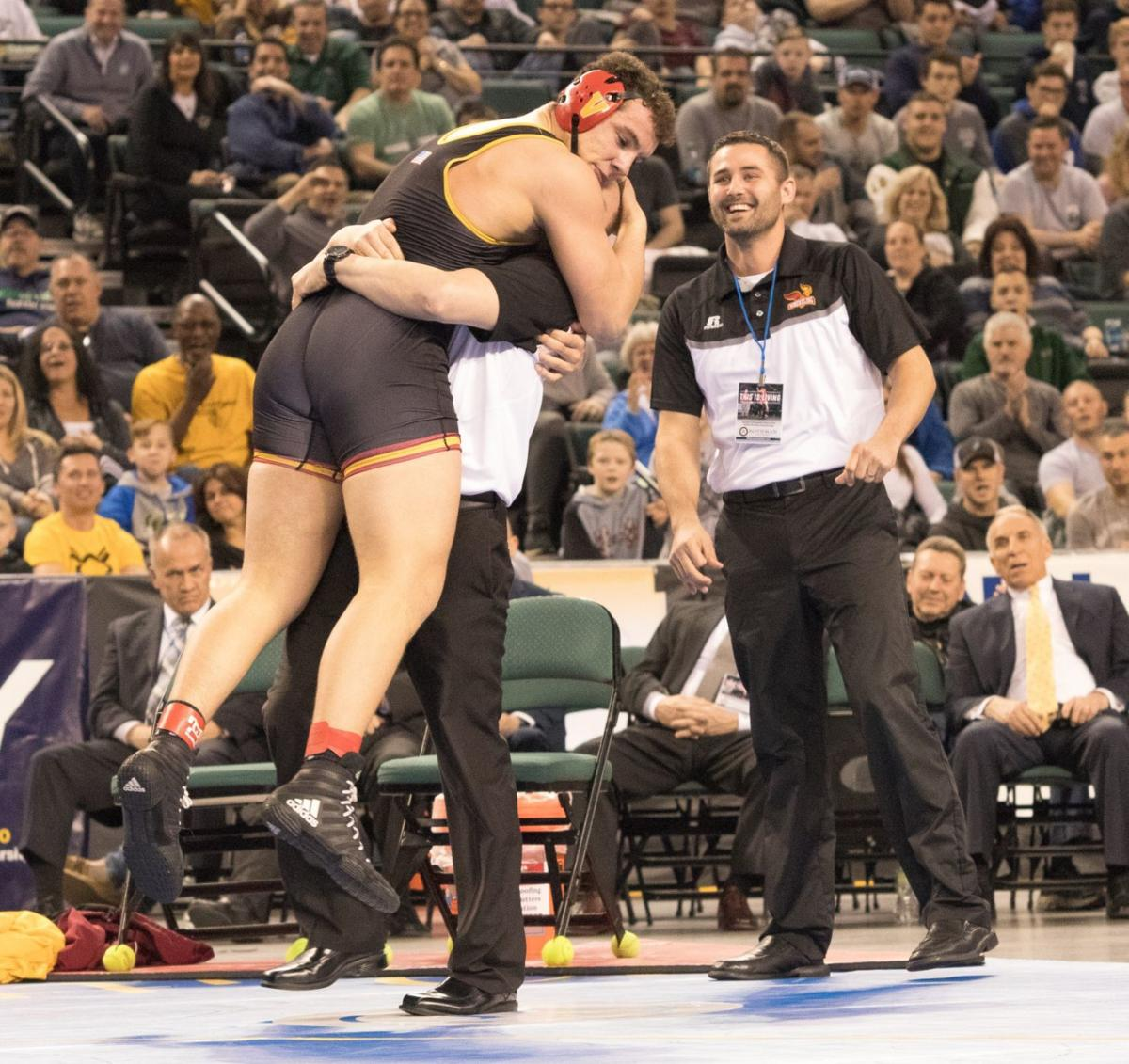 Voorhees' Fernandes wins state wrestling title