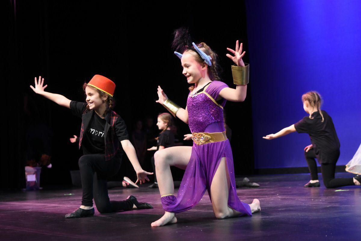 Aladdin at talent show