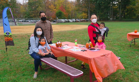 Watchung families enjoy fall fest, pumpkin-painting contest