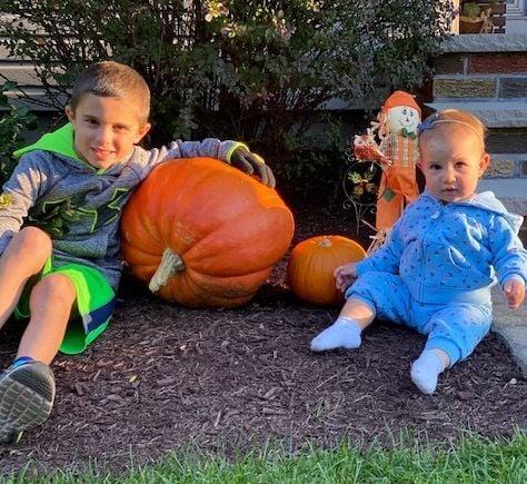Millington couple bring autumn joy to neighborhood children