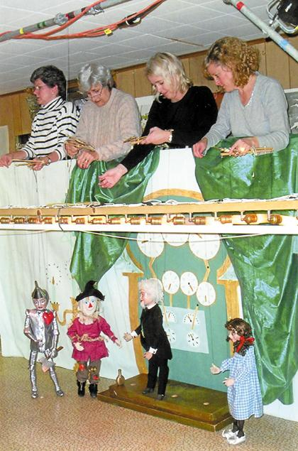 Marionette Players - 'Pay no attention to the people behind the curtain'