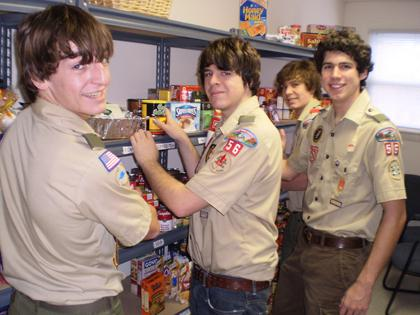 Scouts lend a hand at food drive in Long Hill