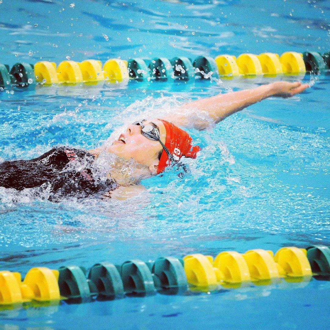 Junior Caroline Casella swimming the backstroke