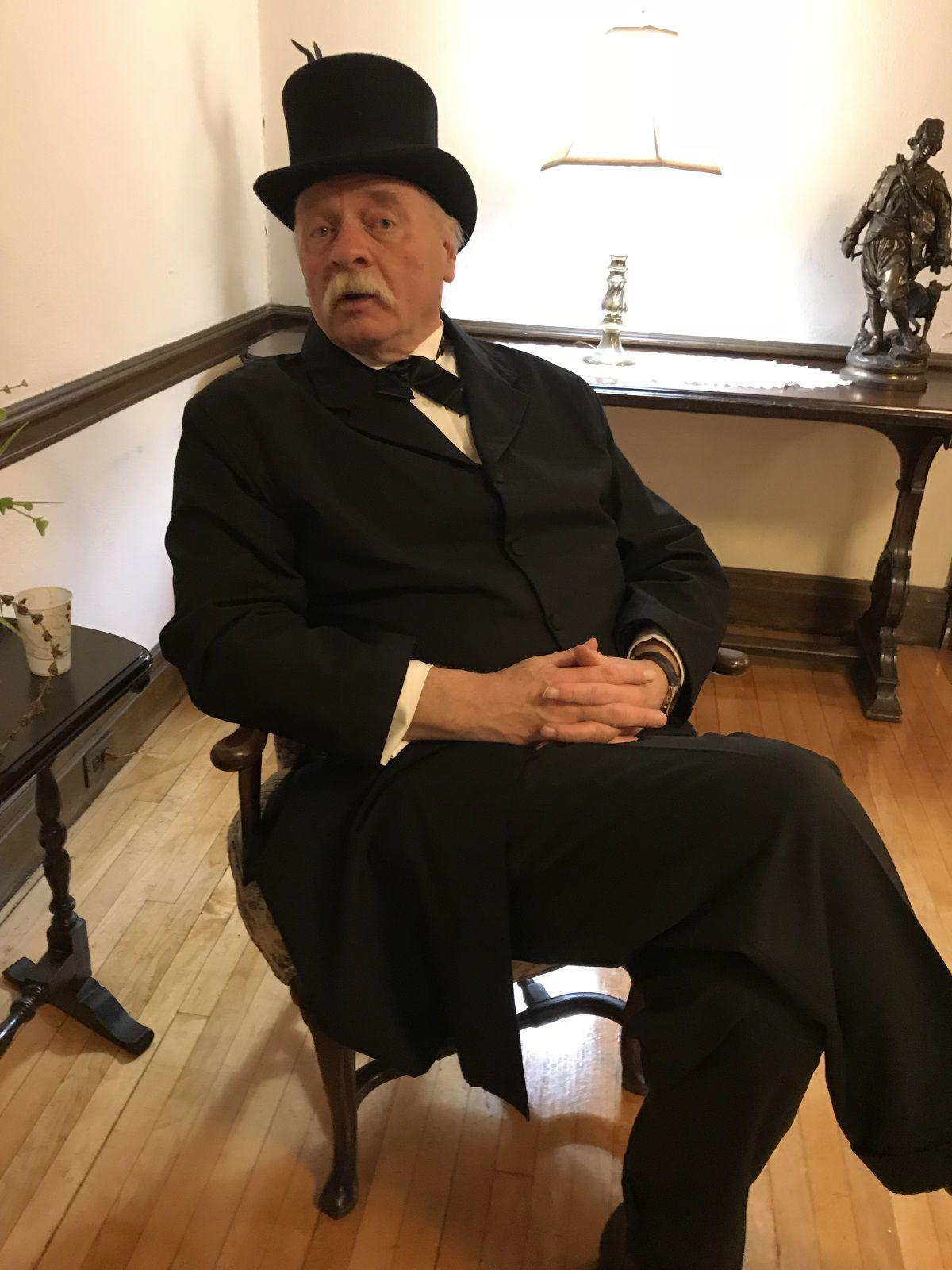 (VIDEO) President's grandson tries to stir interest in history