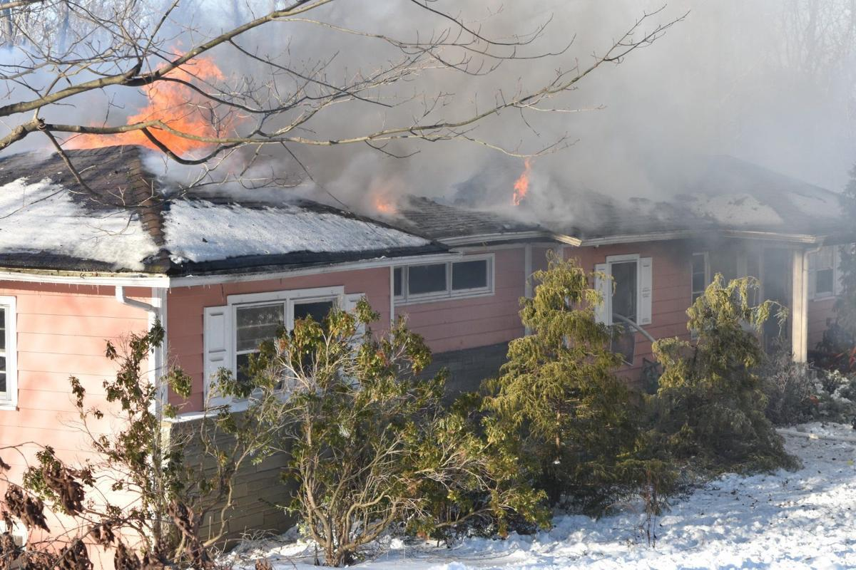 (VIDEOS) House fire closes Saw Mill Road in Warren