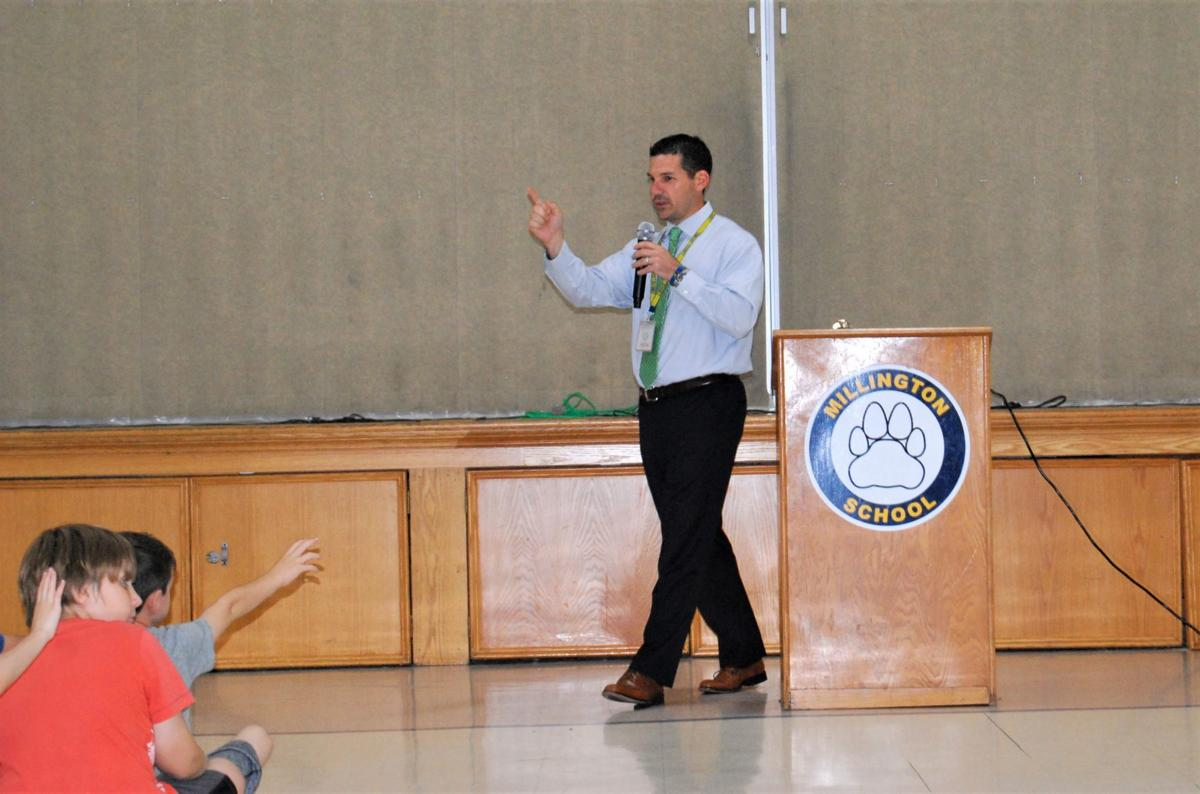 Dorsi answers students' questions