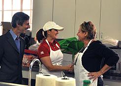 Alan Weinstein, first lady Mary Pat Christie greet Kitchen Coordinator Jeannette Turner