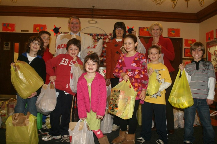 Randolph students donate canned goods on Hope House Day