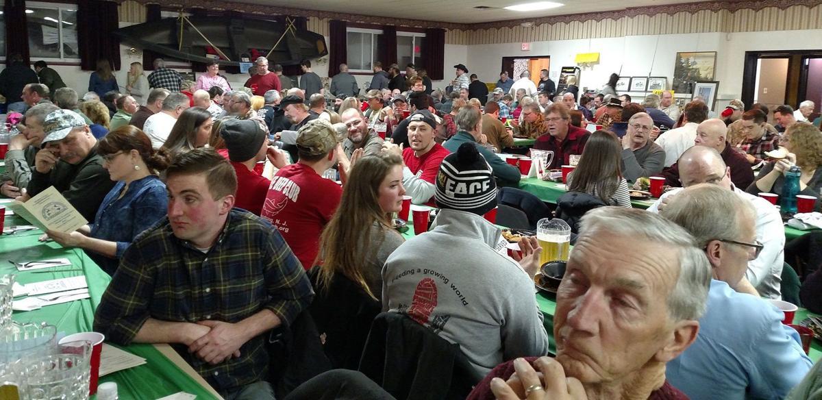GAME DINNER CROWD