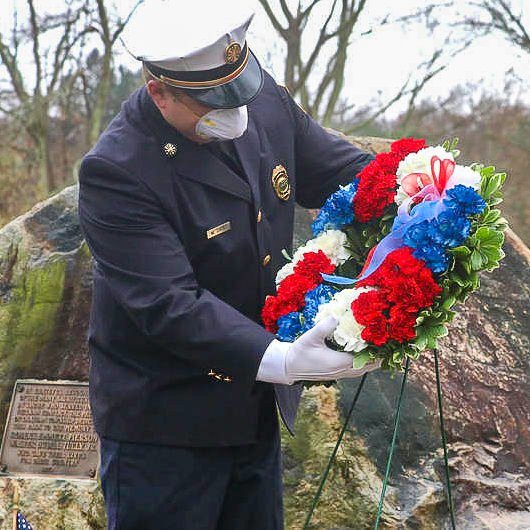 Placing the wreath