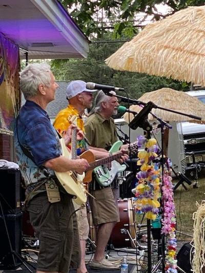 Parrot Beach plays summer tunes for Long Hill residents