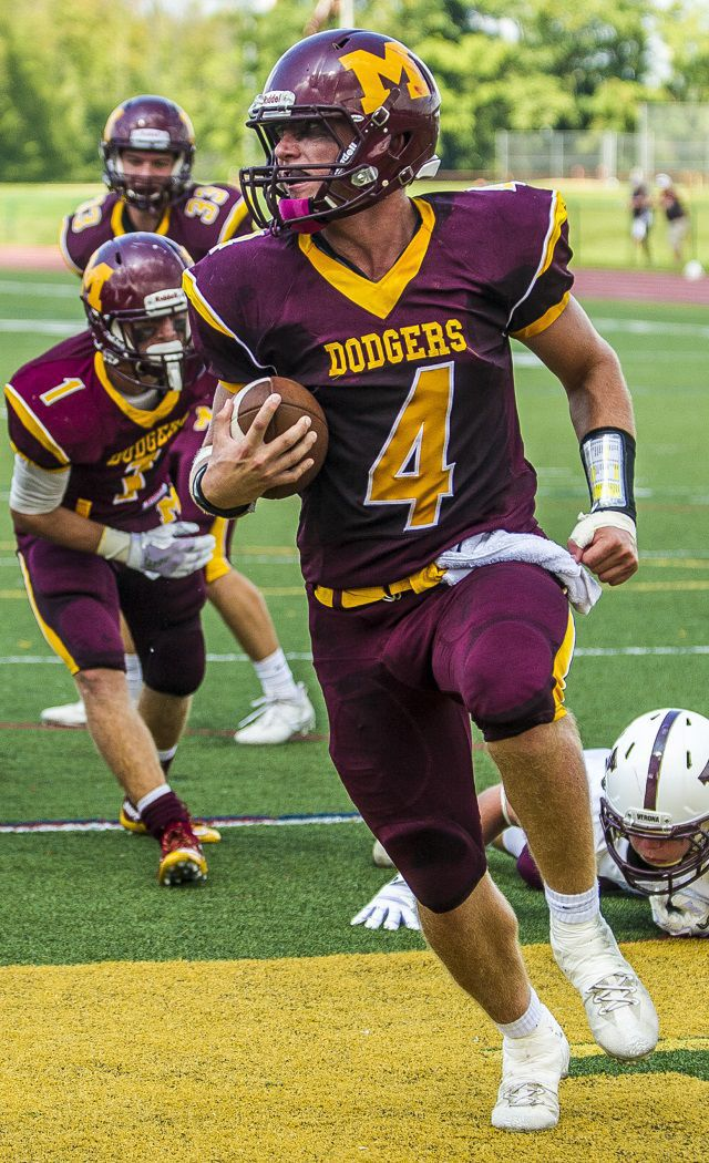Football Dodgers Back In The W Column Madison Eagle Sports