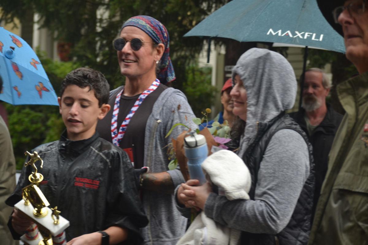 Rain doesn't stop the Califon Street Fair's return