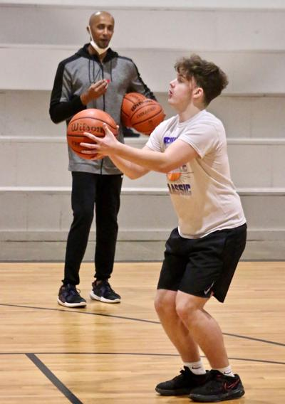Young athletes learn from former NBA player