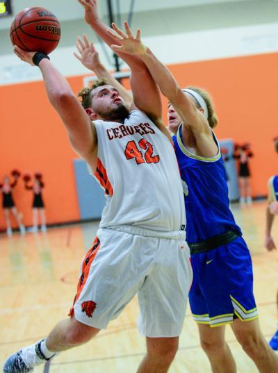 Greenback basketball falls at Wartburg