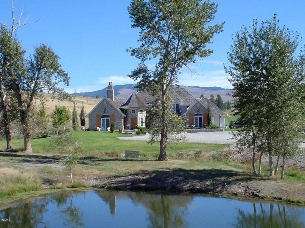 3 Bedroom Home in Stevensville - $1,200,000