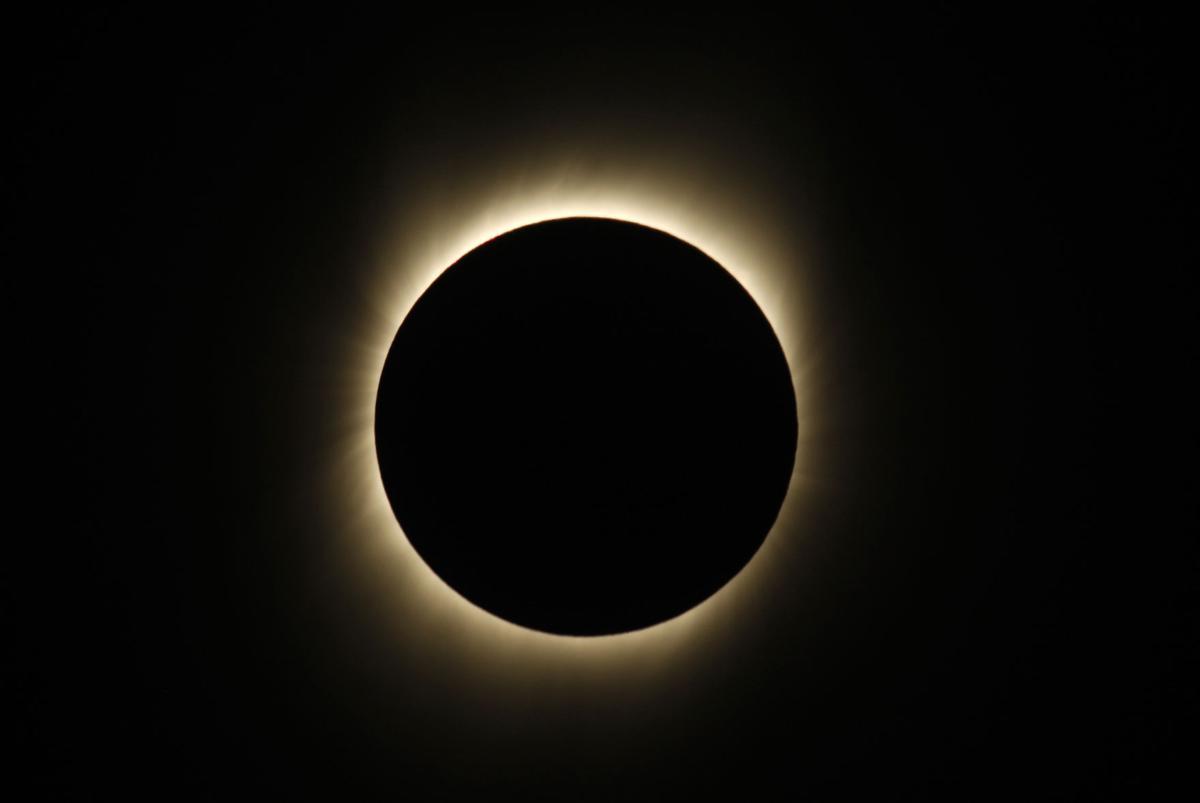 APTOPIX India Eclipse