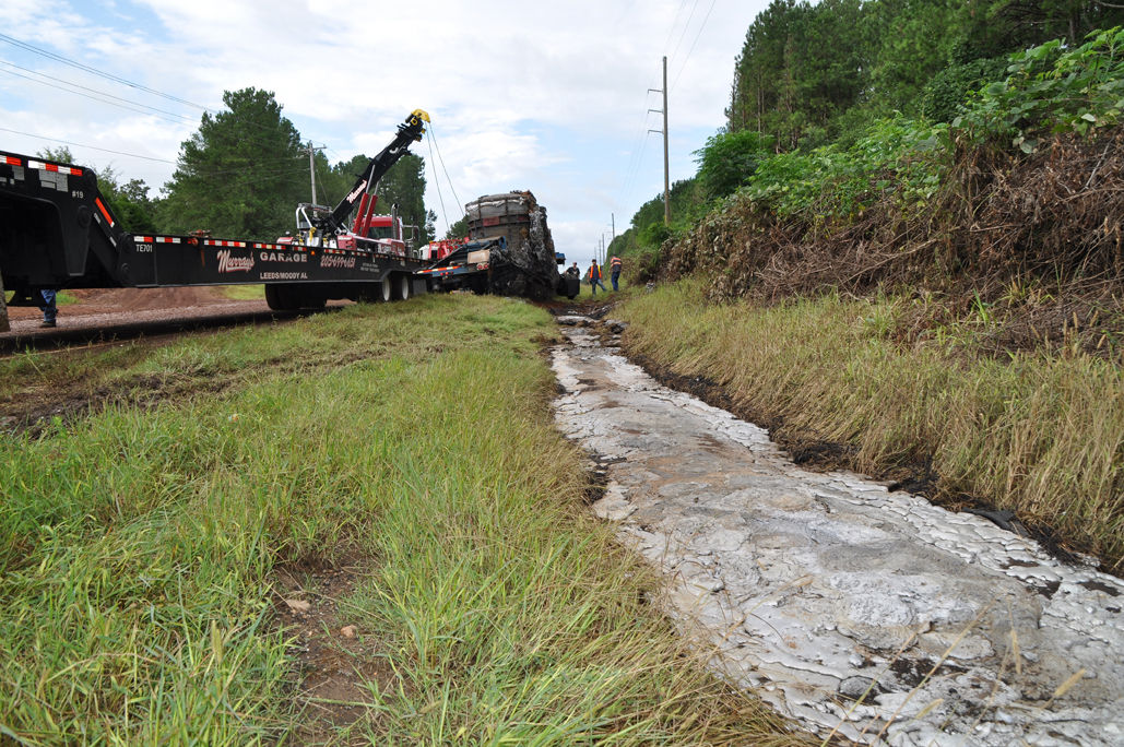 Accident spill and muddy conditions close us 231 for - Pan am pool public swimming hours ...