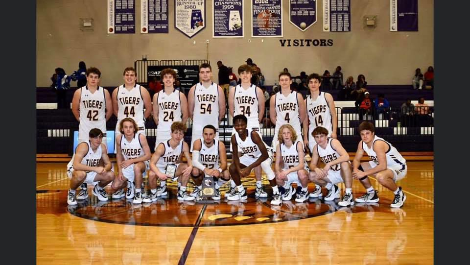 SHS Boys Basketball.jpg