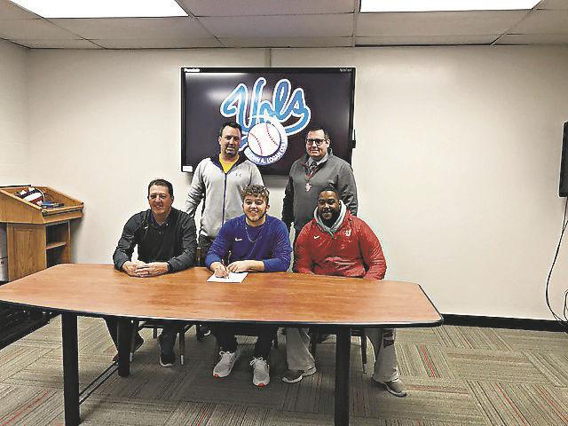 Ellis signs