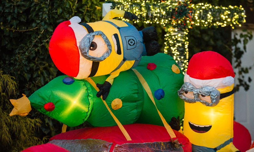 minions unique christmas displays 2 - Minion Christmas Inflatable