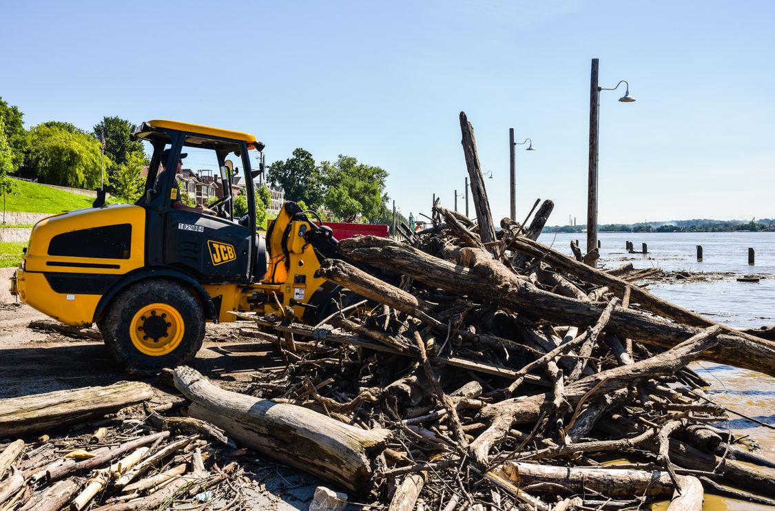 Jeff riverfront cleanup-1.jpg