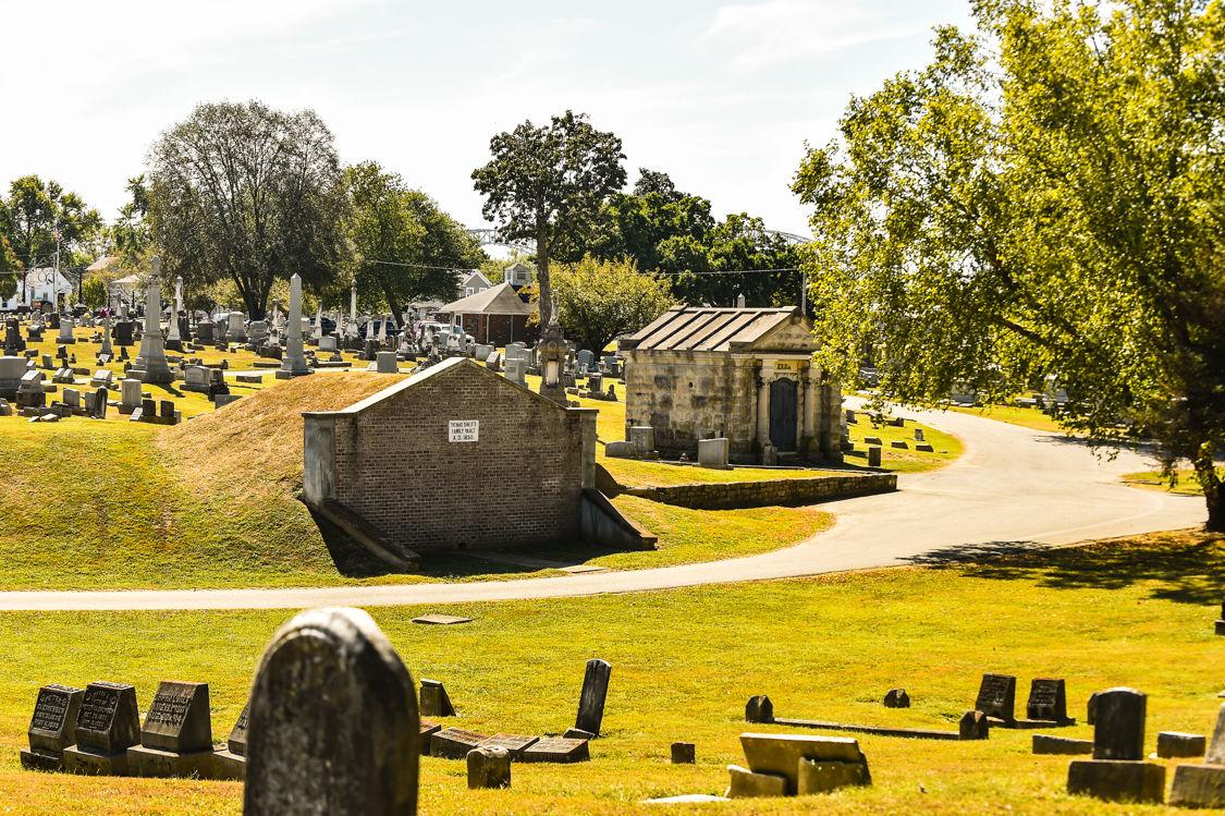 The Grave Robbing Ghouls Of New Albany News Newsandtribune Com Graves çok metada gibi görünmese de, yeni rünlerle birlikte etkili bir anlık hasara sahip olacak. the grave robbing ghouls of new albany