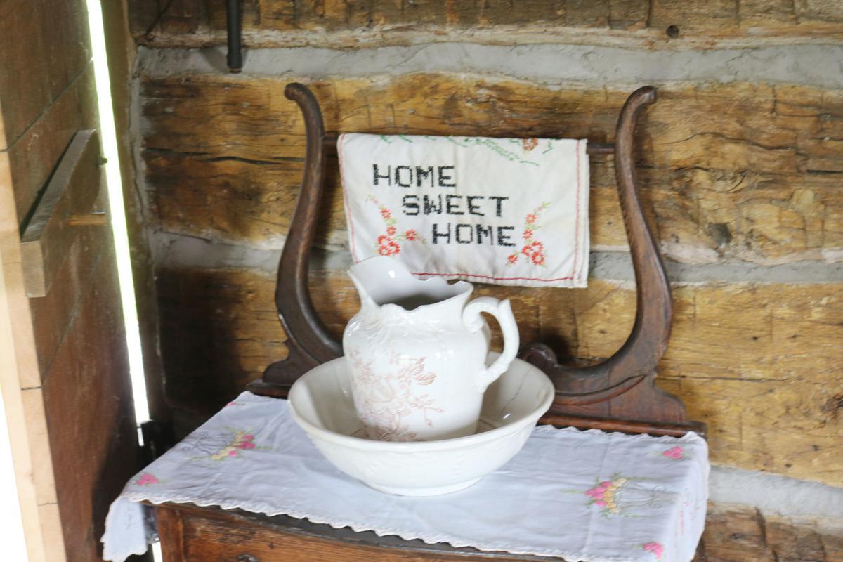 Jasper County Historical Society unveils restored log cabin