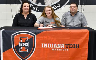 Clothier signs basketball letter with Indiana Tech