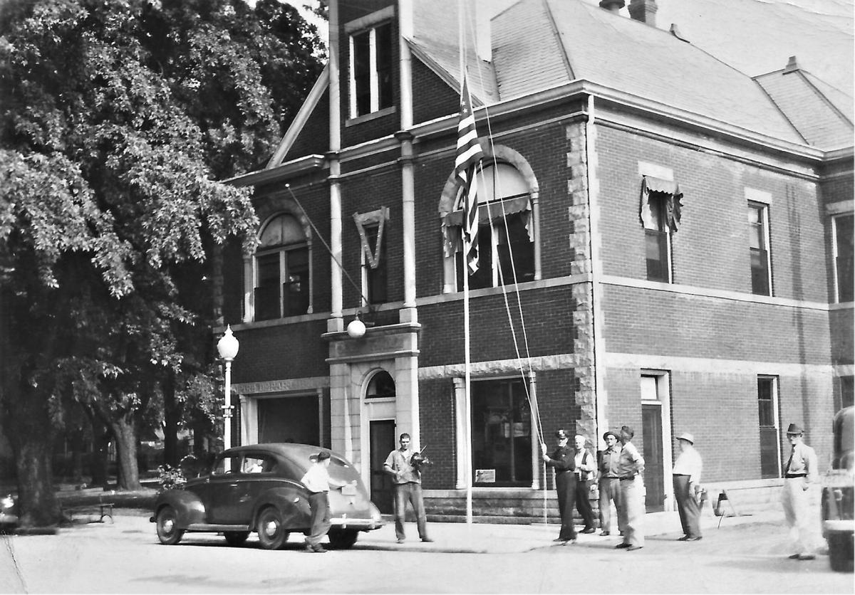 City Hall in the 1940s.jpg