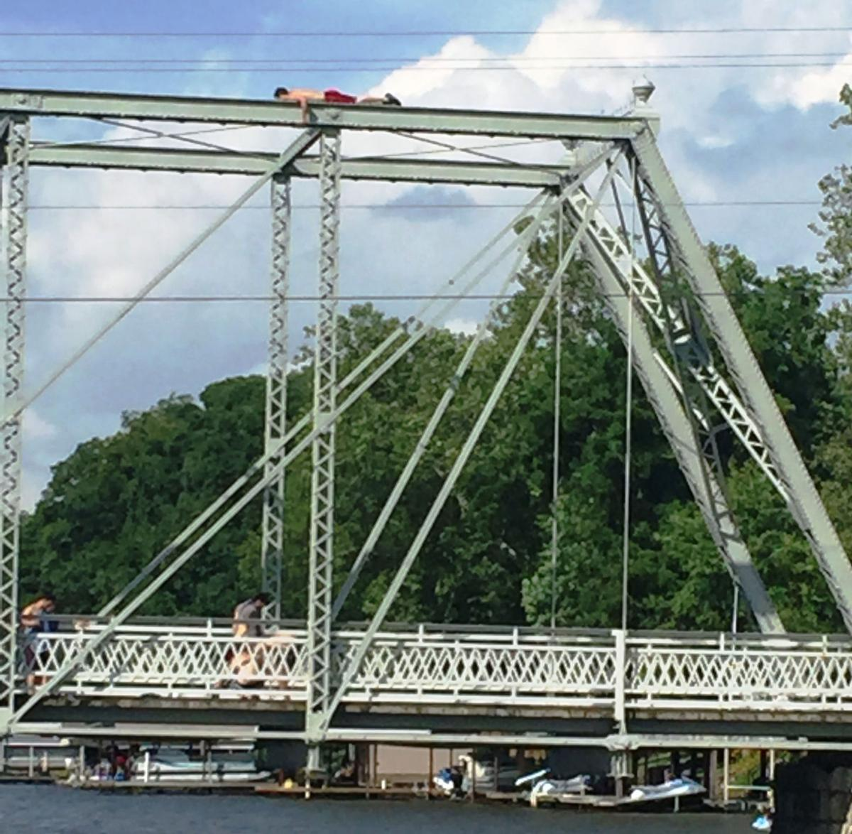 Indiana white county chalmers - Carroll And White County Officials Will Meet About Tioga Bridge Problems