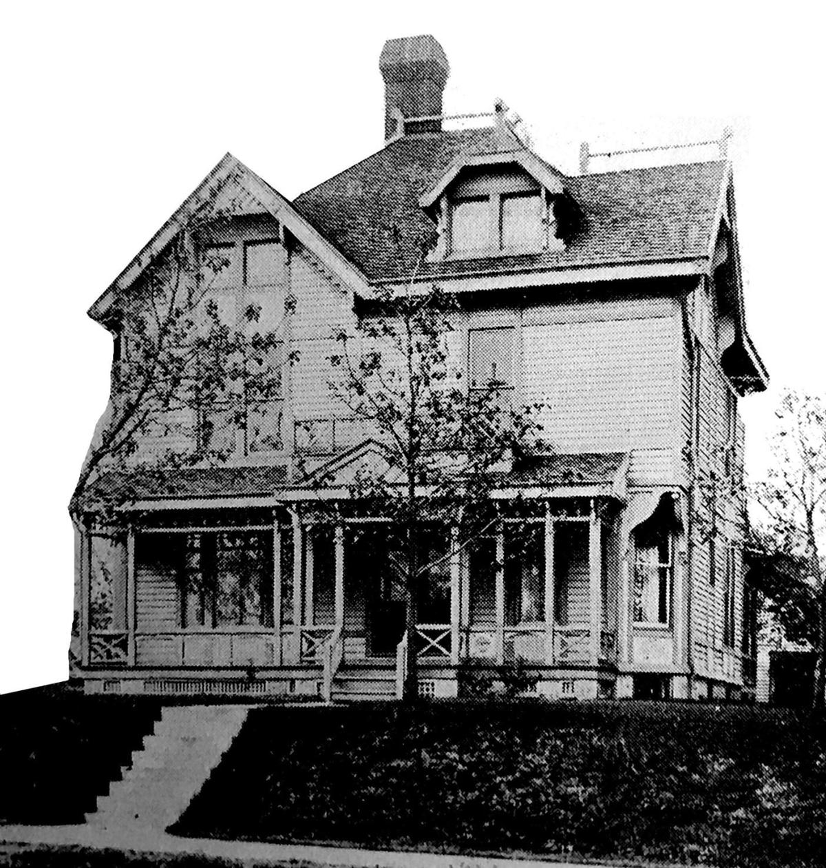 Capt Bernard Smith Home 120 E Washington Monticello.jpg