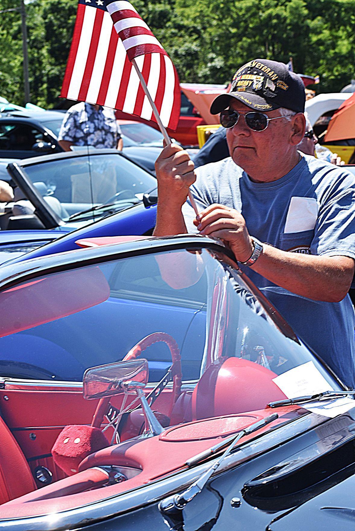 Veteran places cruisin' flag