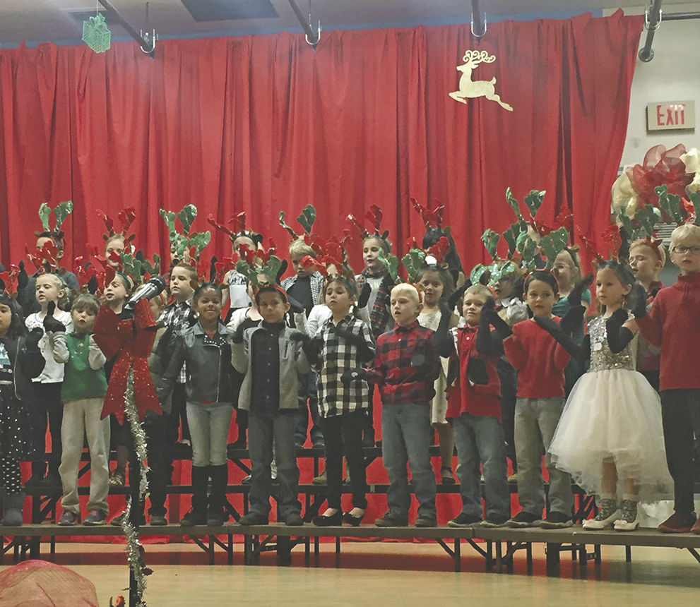 Wildwood students delight in holiday program