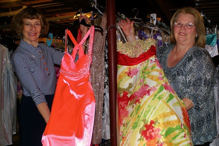 Local woman offers free prom dresses to those in need | News ...