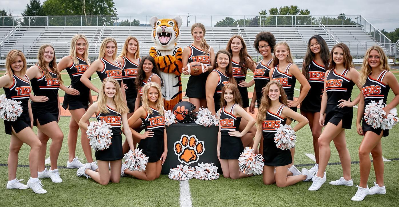 Waverly Varsity and Junior Varsity Cheerleaders 2021
