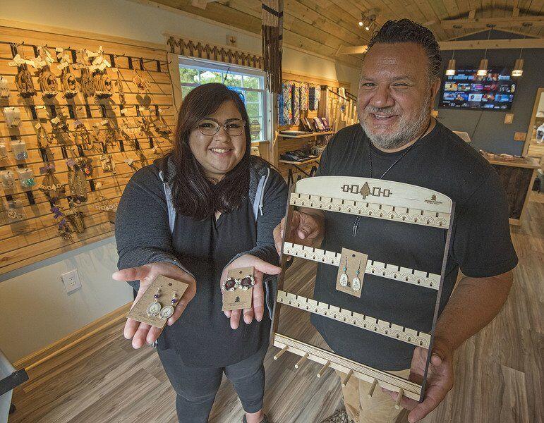 Native couple's art storecelebratesgrand opening