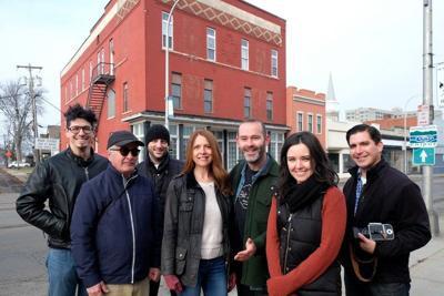Niagara Falls: Apop up art show on Main Street