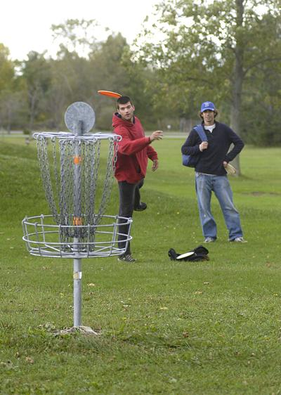 5c206eab Disc golf players highlight 27-hole course to Lewiston board | Local ...