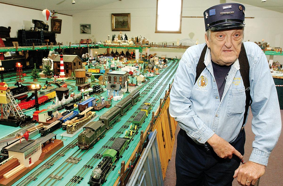 061124 Model Railroads1