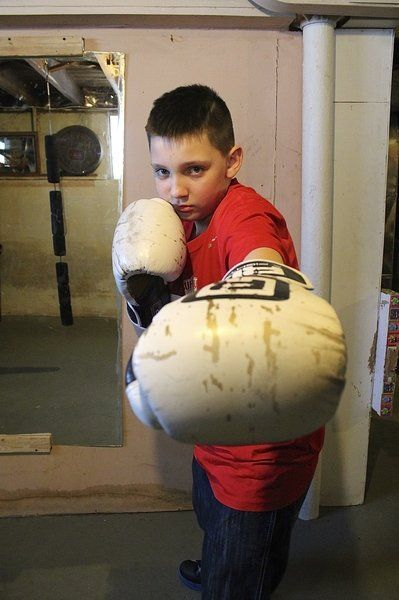 Falls youngster wins national boxing title