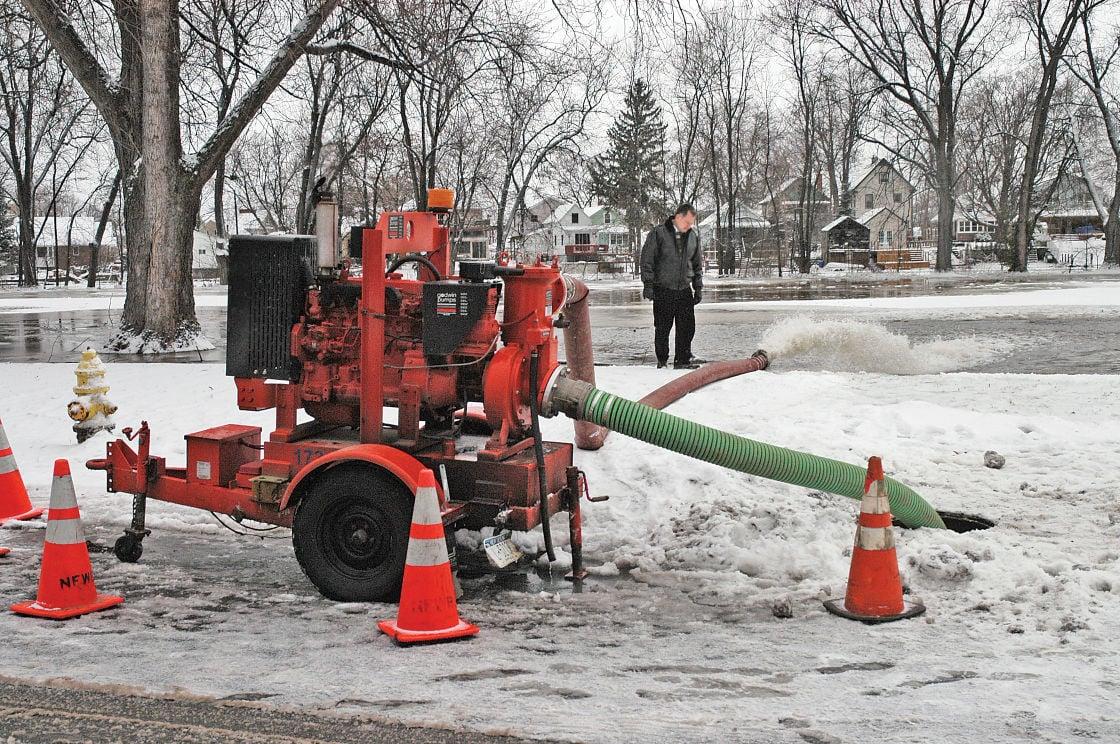 080207 Flooding 2- Niagara Gazette