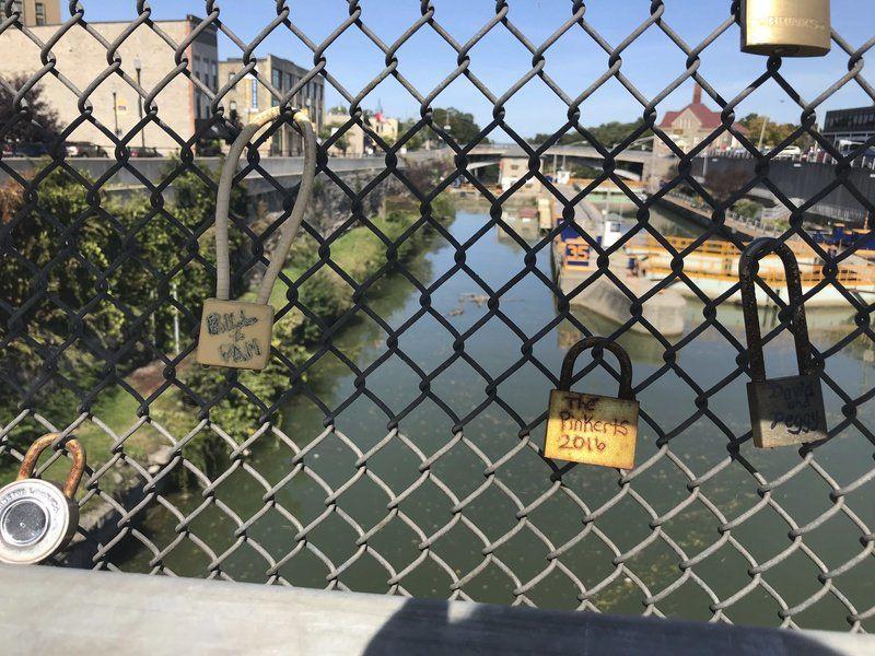 Love locks removed from Lockport bridge
