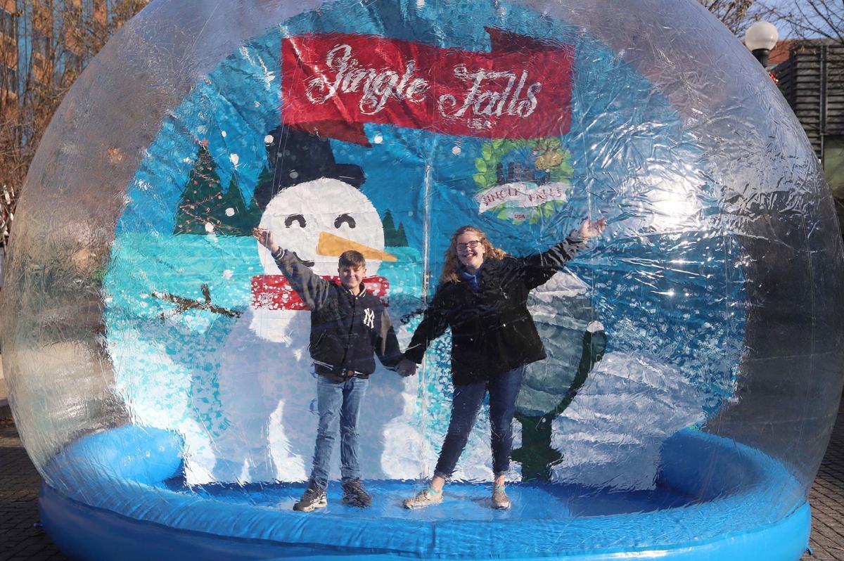 191130 Jingle Falls 1