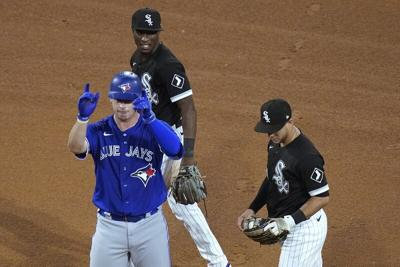 Vaughn helps White Sox rally past Blue Jays