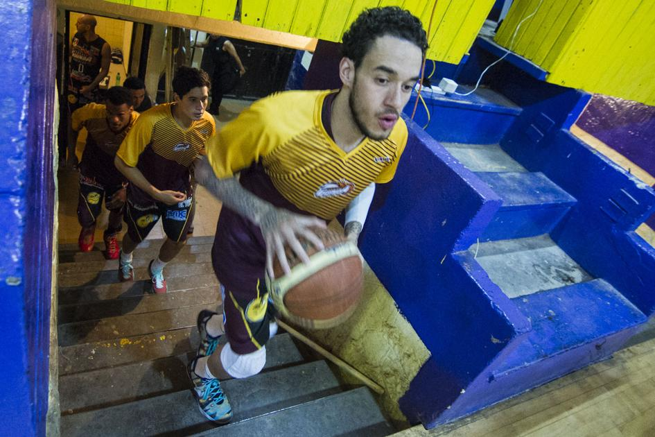 U.S. players chase hoop dreams in Mexico