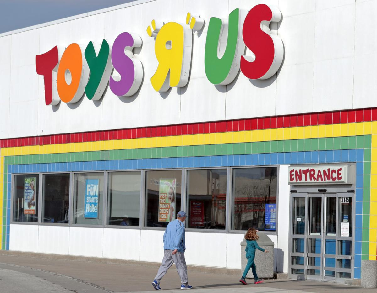 Toys R S : What to know about toys r us liquidation sales business