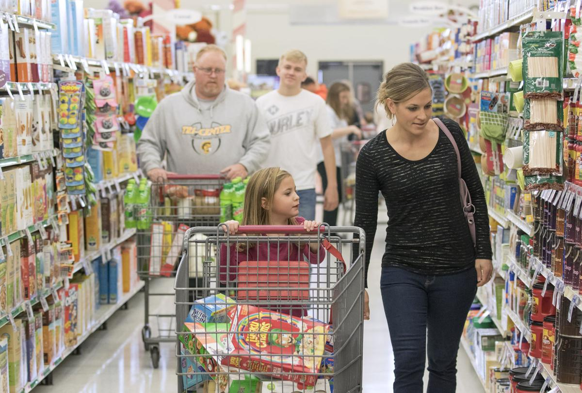 171203_NWS_Shopping-for-Charity2_jshearer.jpg