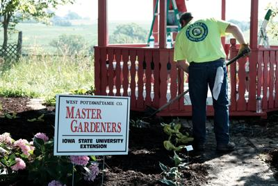 Master Gardeners leave their green thumbprints all over Council Bluffs